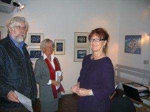 Överkikaren med galleristen Monica Ström Almgren, galleriassistenten Ulla Rosqvist-Jonsson och Rudolf Suttner